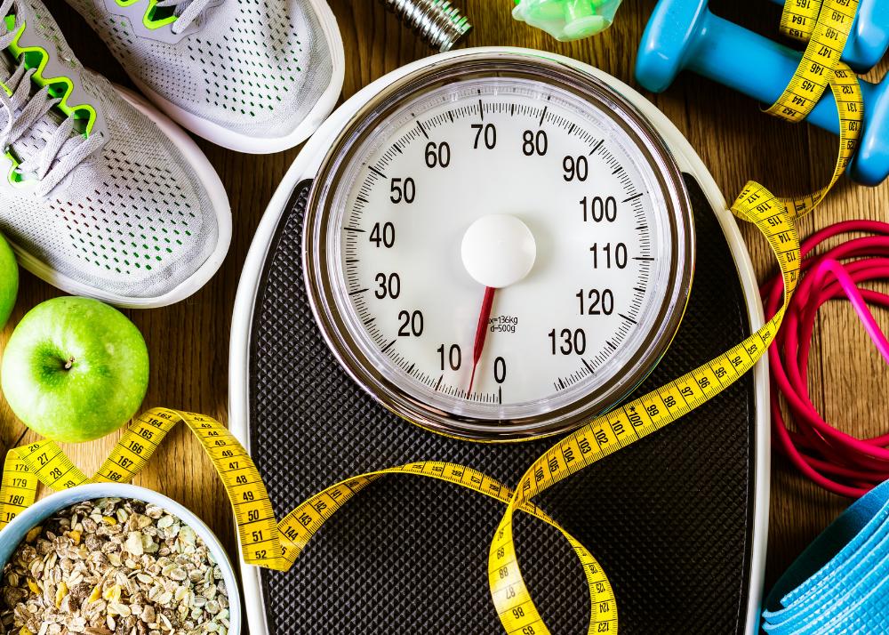 Os Genes Não São Tudo A pesquisa nos mostrou que existem fatores genéticos que podem contribuir para a obesidade. Entretanto outros fatores também são importantes como a velocidade do metabolismo, prática de exercícios, alimentação rica em alimentos gordurosos, etc. O estudo não determina que magreza ou obesidade são determinadas pela genética, mas nos ajuda a entender que nossas escolhas alimentares e hábitos relacionados à saúde poderão ter resultados diferentes conforme a nossa expressão genética individual. É importante ressaltar que adotar hábitos de vida saudáveis é benéfico tanto para pessoas obesas como para aquelas que apresentam magreza constitucional.