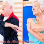 Akta-Liv-fisioterapia-para-idosos-terceira-idade-expectativa-de-vida-alongamento-dois-idosos-alongando