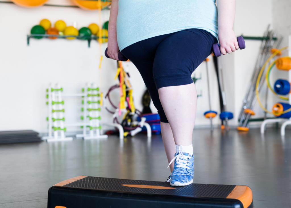 AKTA-Liv-Ginecologia-Endocrinologia-Fertilidade-Feminina-Obesidade-mulher obesa-exercitando
