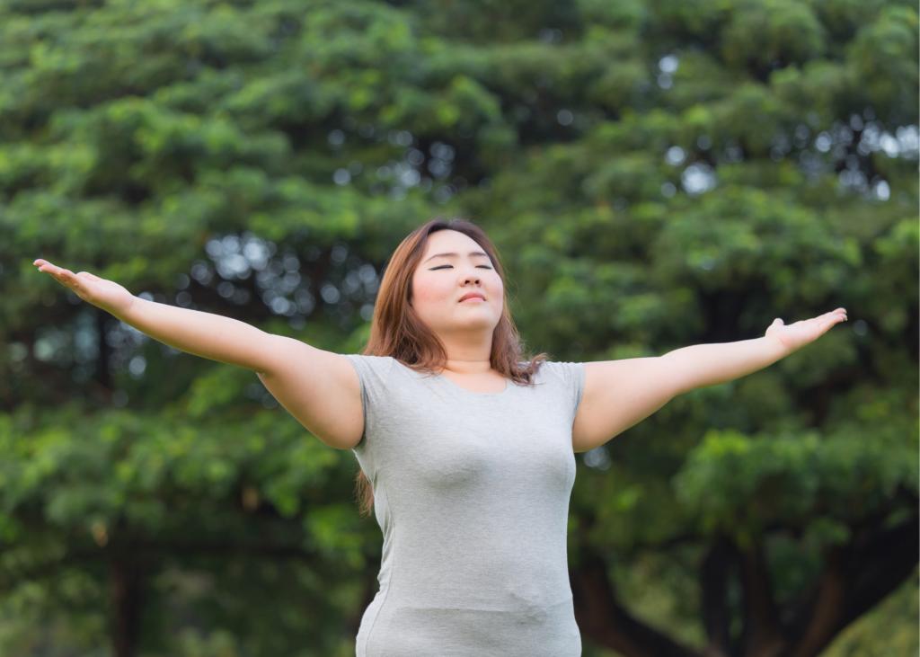 AKTA-Liv-Ginecologia-Endocrinologia-Fertilidade-Feminina-Obesidade-mulher obesa-no parque