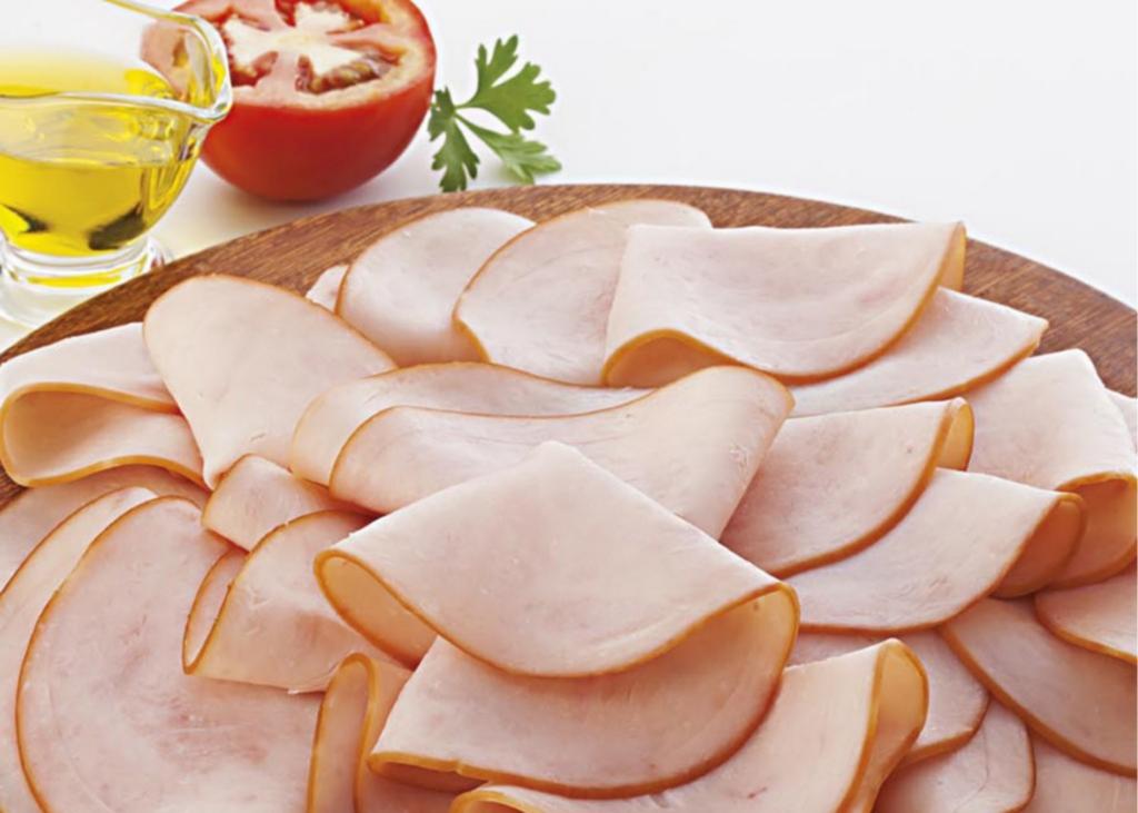 Prato de peito de peru exibido como produto fit ou saudável
