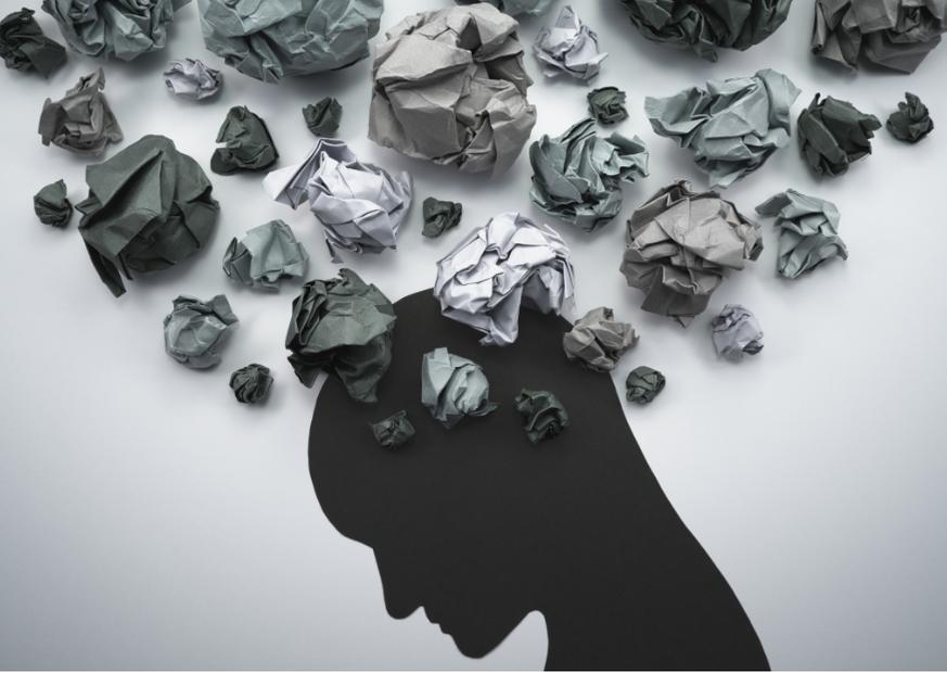 AKTA-Liv-Psicologia-Saúde-Mental-Efeitos-Psicológicos-Pandemia-sombra-pessoa-muitos-pensamentos