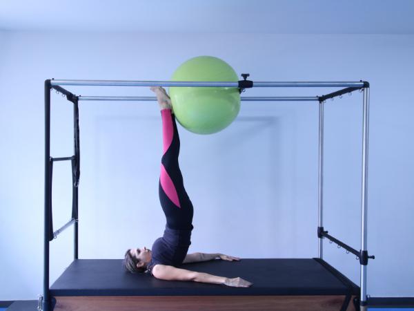AKTA-Liv-Endocrinologia-Integrada-Saúde-e-Bem-Estar-Alimentação-e-Exercícios-mulher-fazendo-pilates- cansaço