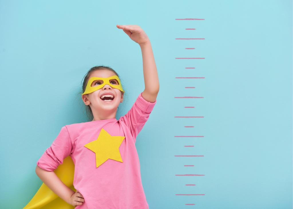 AKTA-Liv-Endocrinologia-Pediatrica-Baixa-Estatura-criança-medindo-estatura