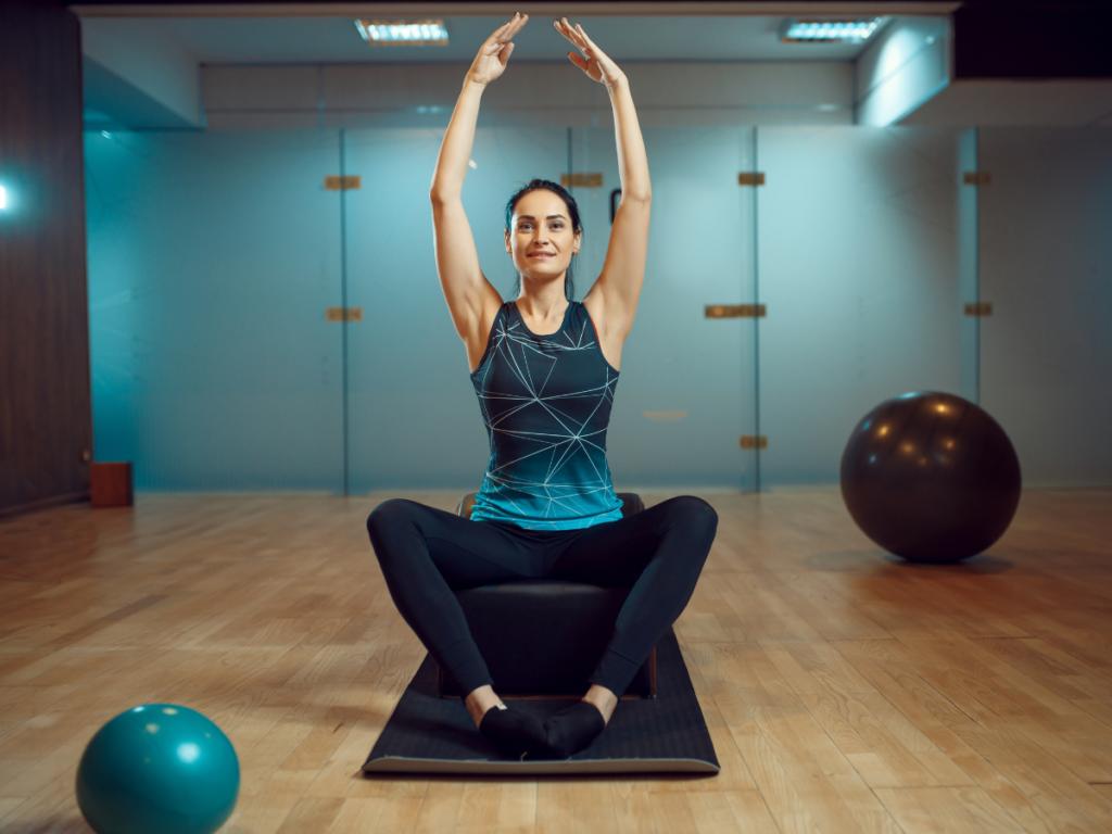 AKTA-Liv-Fisioterapia-Pilates-para-esclerose-multipla-paciente-fazendo-pilates
