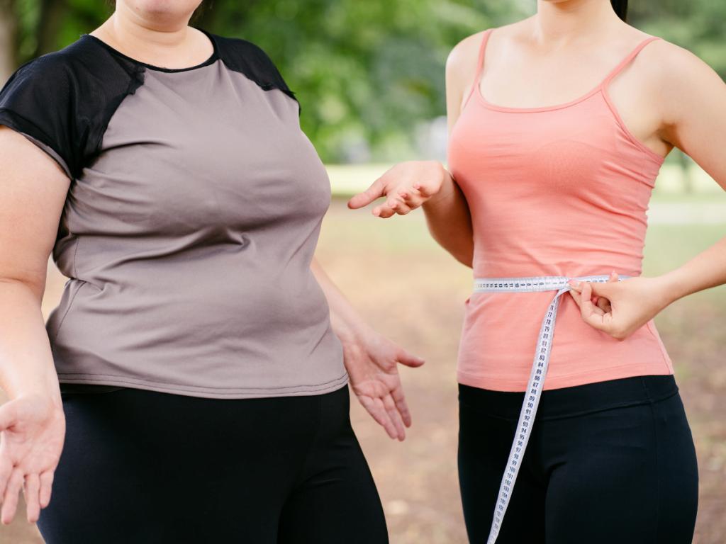 AKTA-Liv-Endocrinologia-Integrada-Emagrecer-apos-os-40-mulher-obesa-e-mulher-magra-lado-a-lado